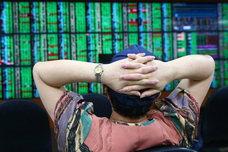 投信分析,外資近一週持續買超台股,反映出經濟重啟後,市場信心明顯回溫。 聯合報記者葉信菉/攝影