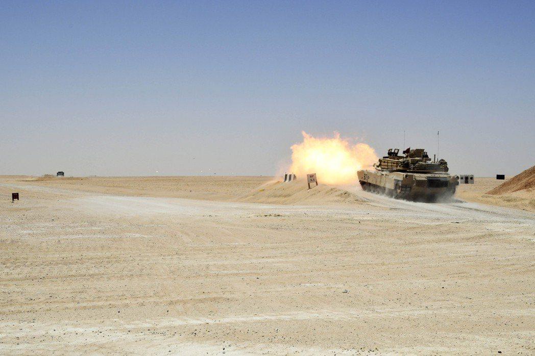 正在訓練戰車火炮射擊的美國陸軍。 圖/美國陸軍