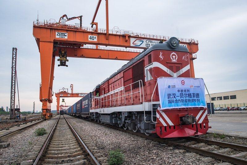從武漢出發,前往塞爾維亞首都的列車,攝於5月9日。 圖/新華社