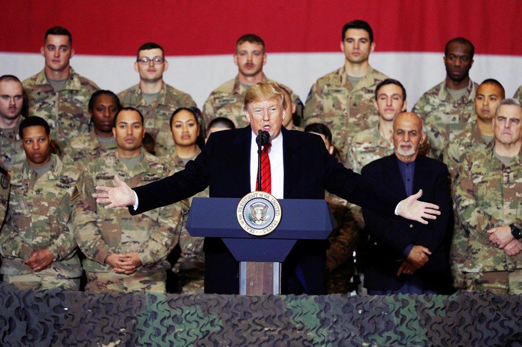 美國總統川普在11日簽署行政命令,針對參與調查美國涉嫌戰爭罪的「國際刑事法庭」(...