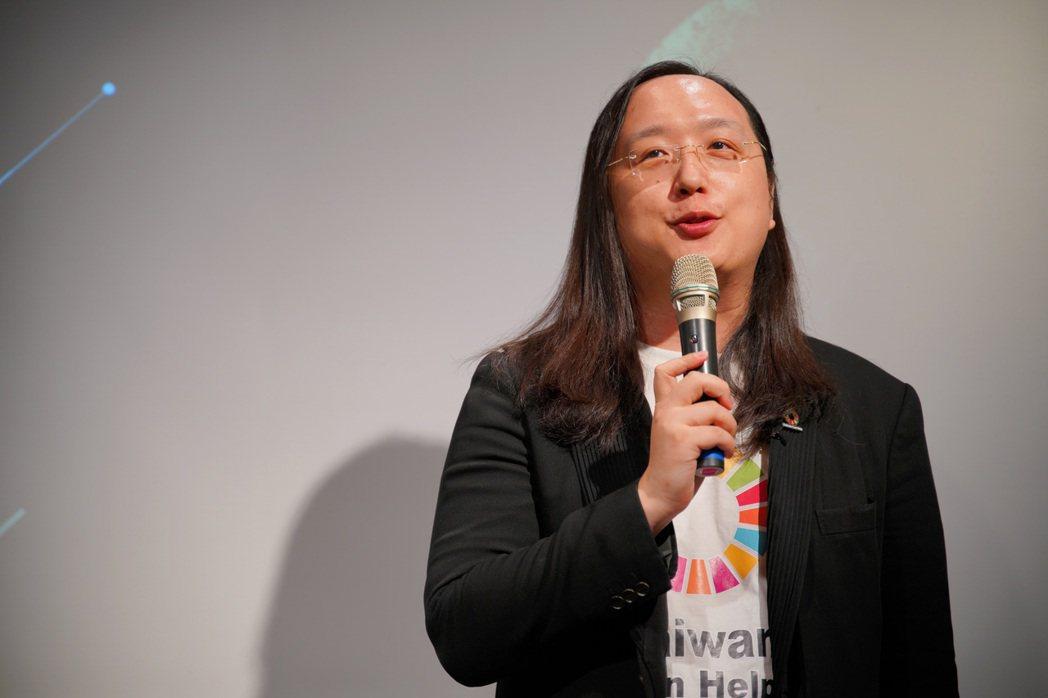 數位政委唐鳳也於臉書貼文表示,在兼顧「保障隱私」和「社會創新」的情況下,臺灣再度...