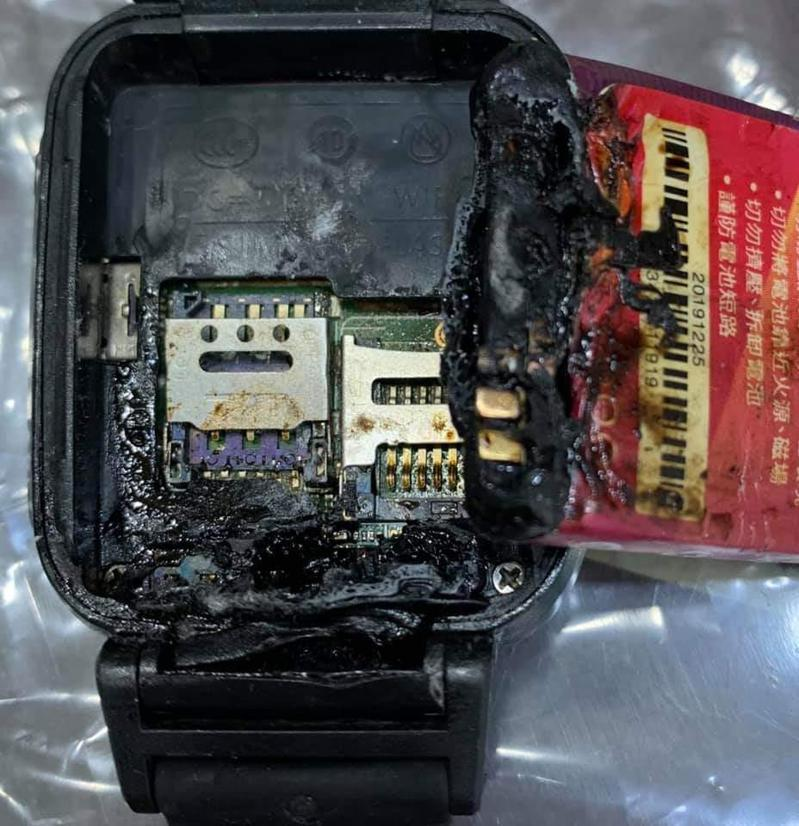 自燃後的智慧定位錶。圖擷自爆料公社