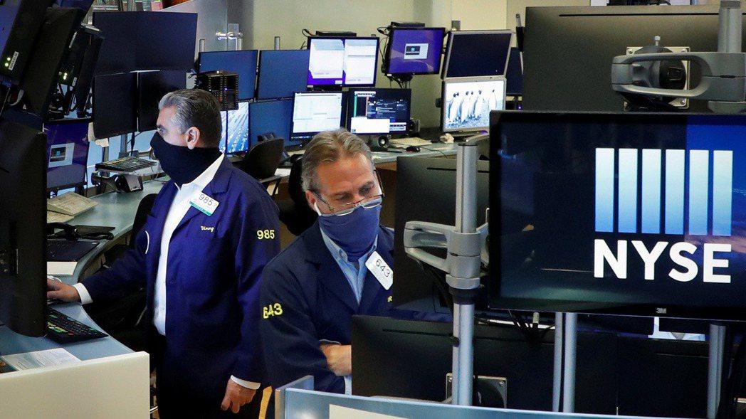 美股11日盤中漲跌震盪,終場收紅再創新高。(圖/路透)