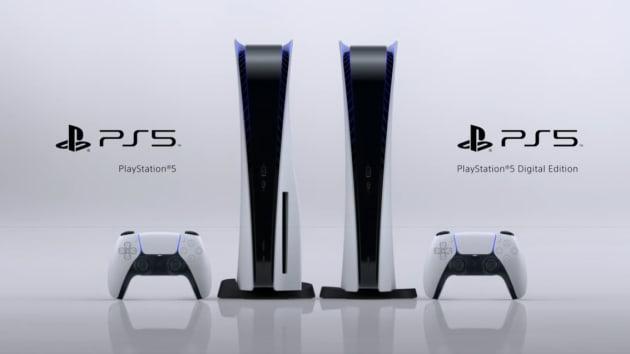 Sony在直播活動中展示兩款PS5遊戲機,其中一款為數位版主機。網路照片