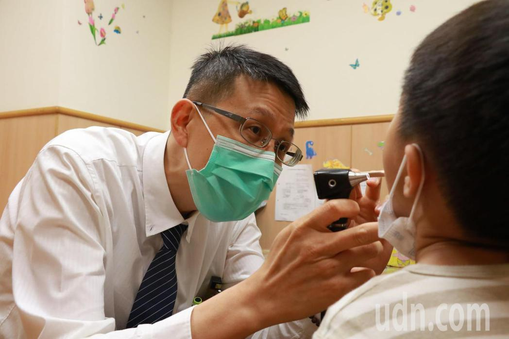 今年腸病毒就診人數比往年減少,但已出現腸病毒71型的重症零星個案,最近幾周因腸病...