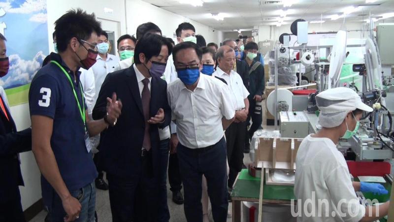副總統賴清德今午參訪產量居全台第二的淨新科技口罩廠。記者王昭月/攝影