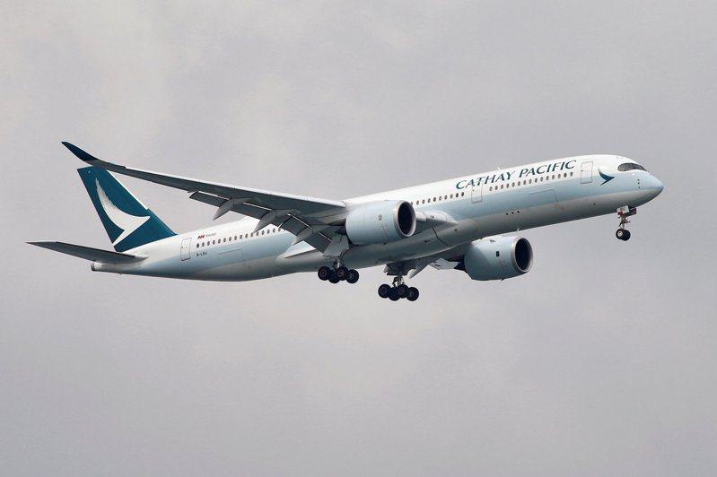 國泰航空今年上半年淨虧損約港幣99億元。 (路透)