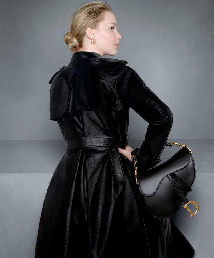 迪奧先生認為黑色是演繹優雅的最佳代表色。圖/DIOR提供