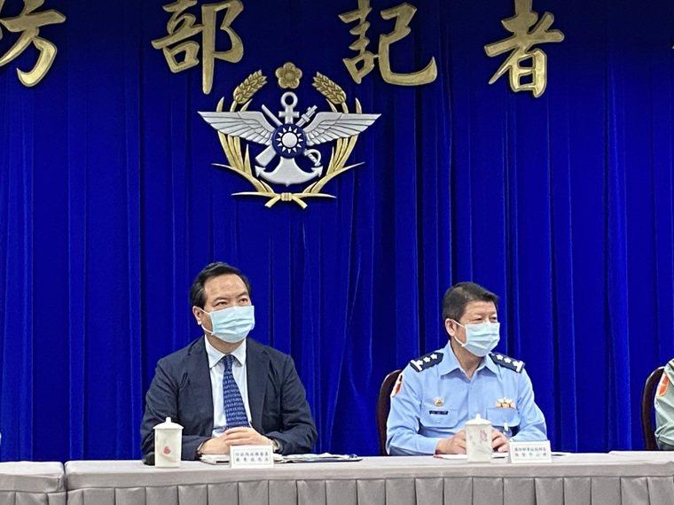 行政院政務委員羅秉成表示,敦睦艦染疫事件從規劃、監督、實行三個環節都有違失,且是...