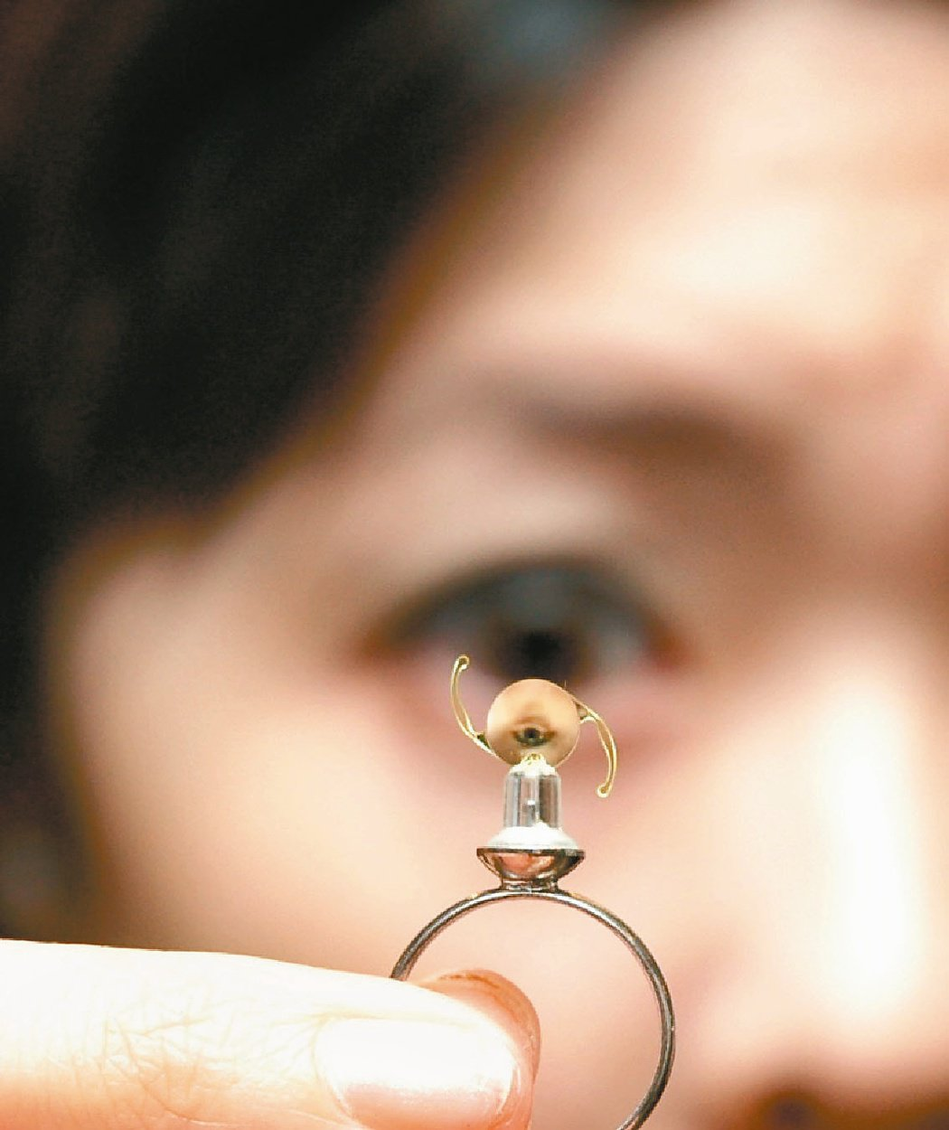 人工水晶體價差大 自付差額醫材價差大,健保自費醫材比價網顯示,某品牌二焦點人工水...