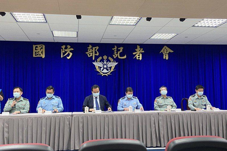 國防部針對敦睦艦隊染疫事件的調查結果昨出爐,懲處海軍司令劉志斌在內共十七人。 記者蔡晉宇/攝影