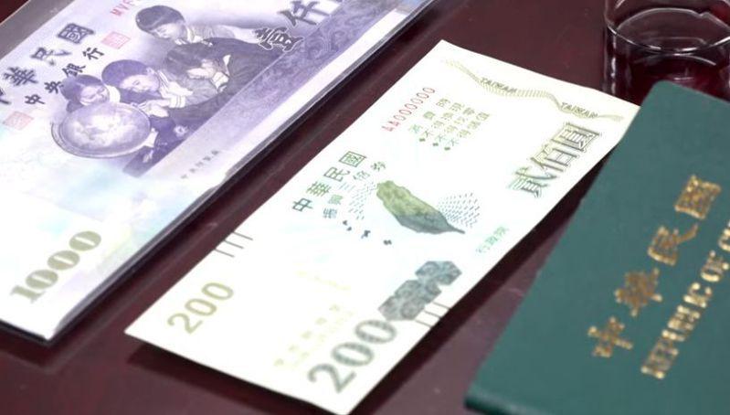為搶食三倍券大餅,信用卡、電子票證與行動支付業者均提出「加碼方案」。圖/行政院提供