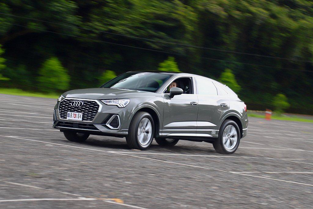 Audi Q3 Sportback除外觀擁有雙門跑車的動感線條外,更將跑車式轉向...