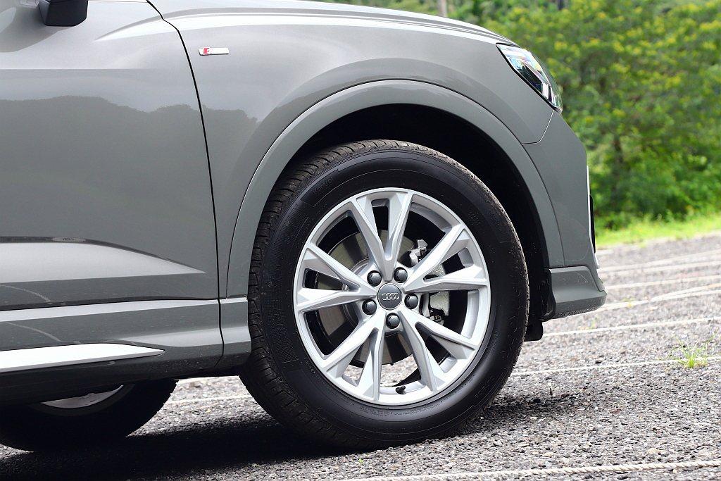 Audi Q3 Sportback 35 TFSI S line輪框升級至18吋...