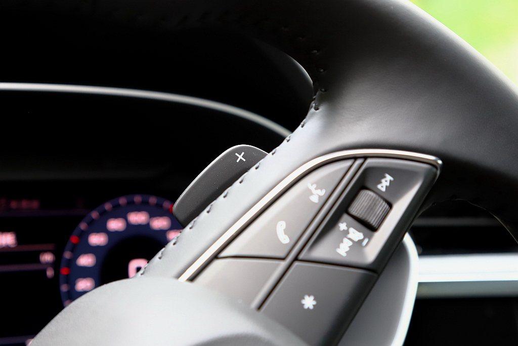 Audi Q3 Sportback 35 TFSI具備手動換檔功能之外,S li...
