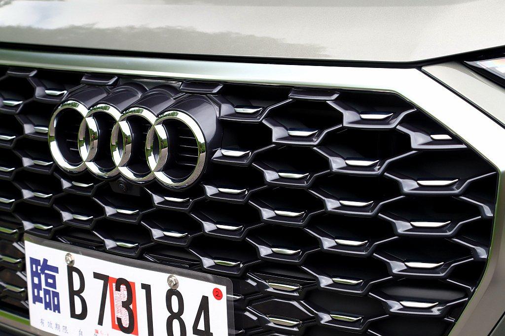 Audi Q3 Sportback 35 TFSI S line的盾型水箱護罩,...