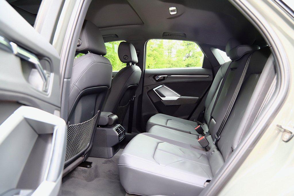 Audi Q3 Sportback擁有軸距2,677mm的設定,不僅提供足夠的後...