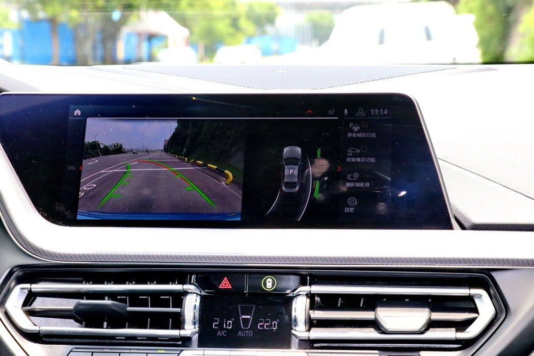 10.25吋中控觸控螢幕。 記者陳威任/攝影