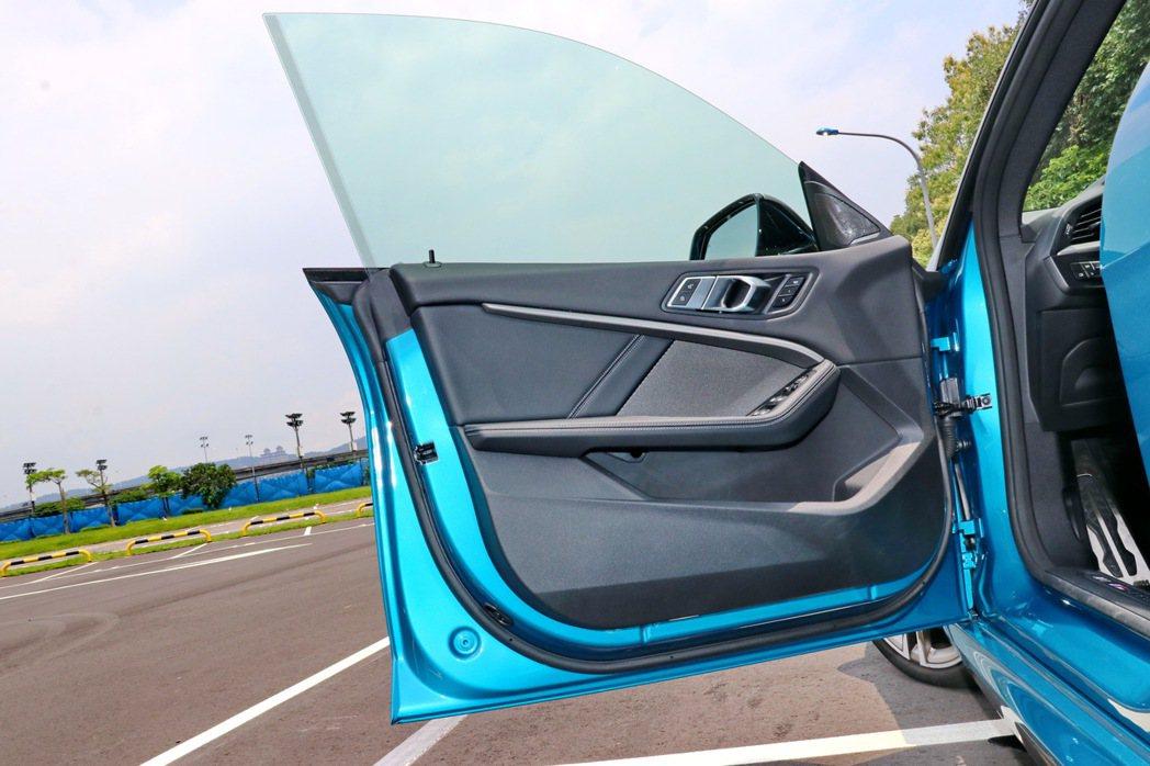 無窗框的跑車設計。 記者陳威任/攝影