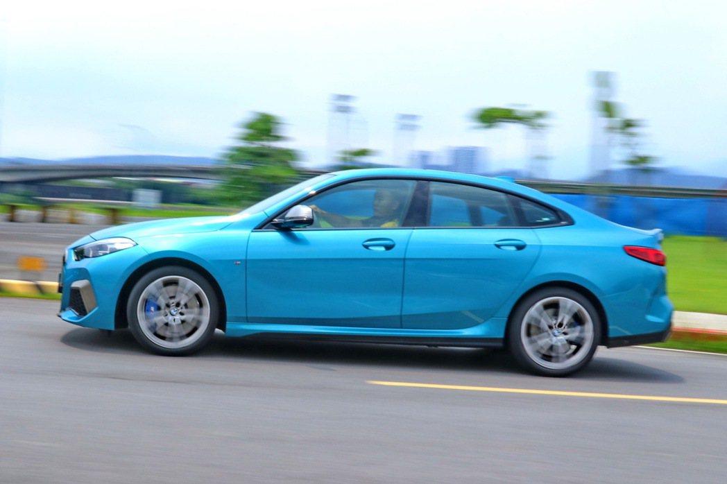 M235i xDrive Gran Coupe整體操控俐落流暢。 記者陳威任/攝...