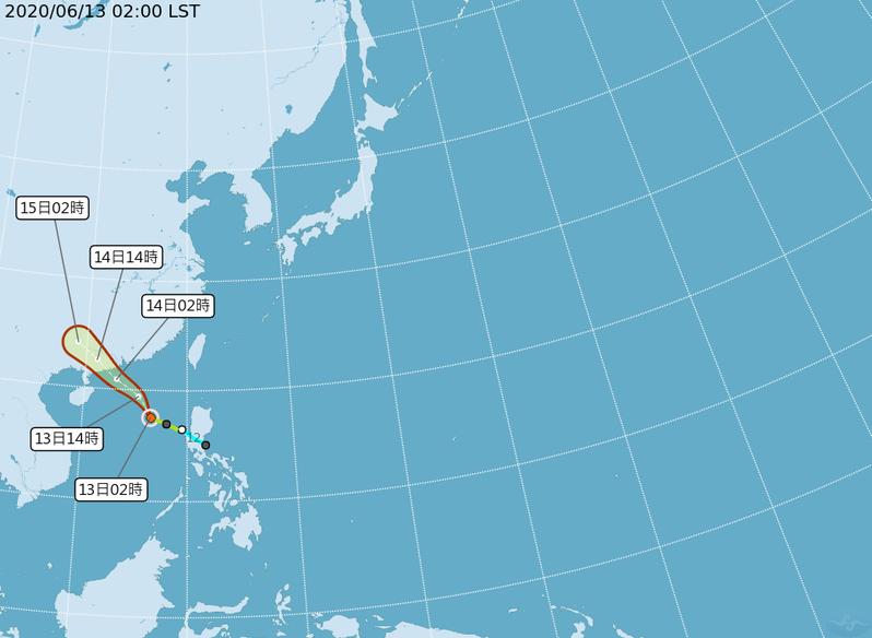 根據中央氣象局最新路徑潛勢預測圖顯示,今年第2號颱風鸚鵡向西北前進,明晨在香港西方、廣東一帶登陸。圖/取自氣象局網站