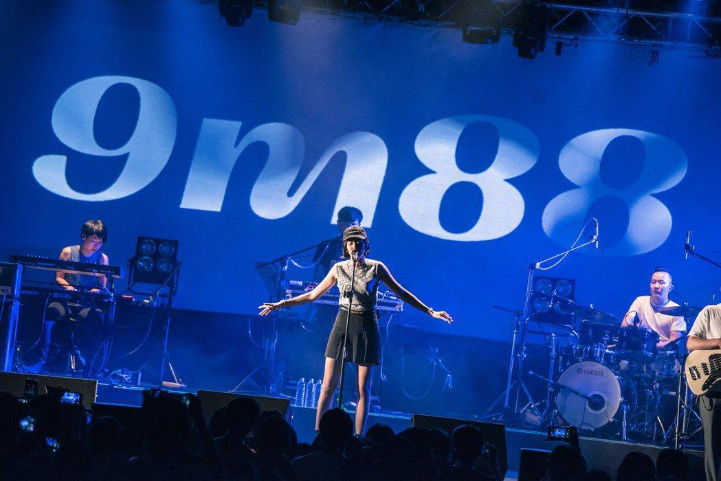 9m88昨晚開唱,台上歡呼「可以看到真人」。圖/Legacy提供