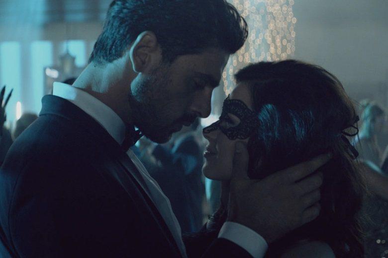 「禁錮之慾」由小說改編,男女主角互相挑逗的場景絕不可少。圖/摘自imdb