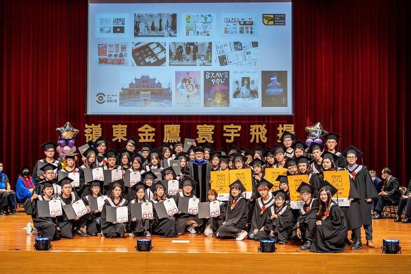 嶺東科大設計學院與時尚學院畢業生在全國競賽中獲獎無數,藉由獻獎方式將這份榮耀獻給...
