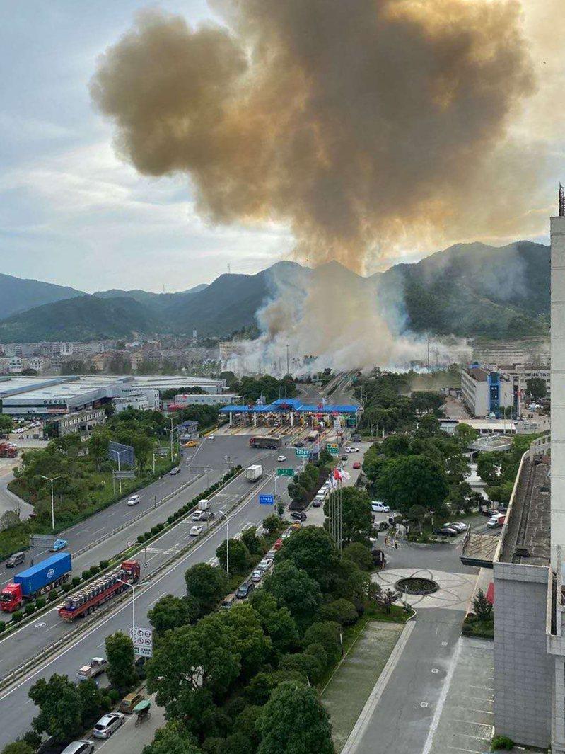 6月13日,大陸沈海高速浙江台州溫嶺出口處,一輛由寧波開往溫州的槽罐車發生爆炸。 新華社