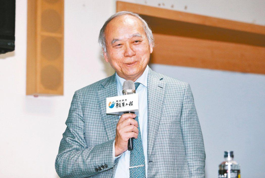 高雄長庚醫院名譽院長陳肇隆呼籲大家一起來種樹。記者曾原信/攝影