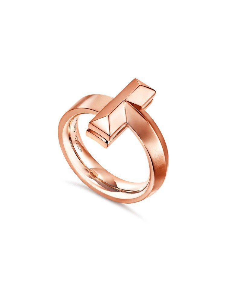 Tiffany T1 18K玫瑰金寬版戒指,67,000元。圖/Tiffany提...