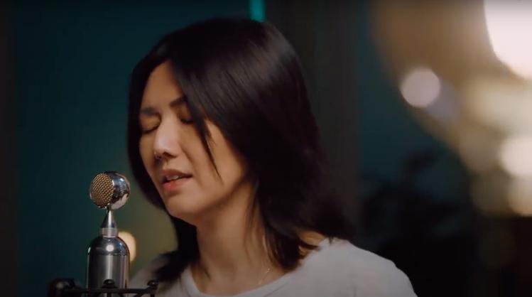 孫燕姿選在出道20週年當天無預警在YouTube直播開唱,讓眾多歌迷重溫美好回憶...
