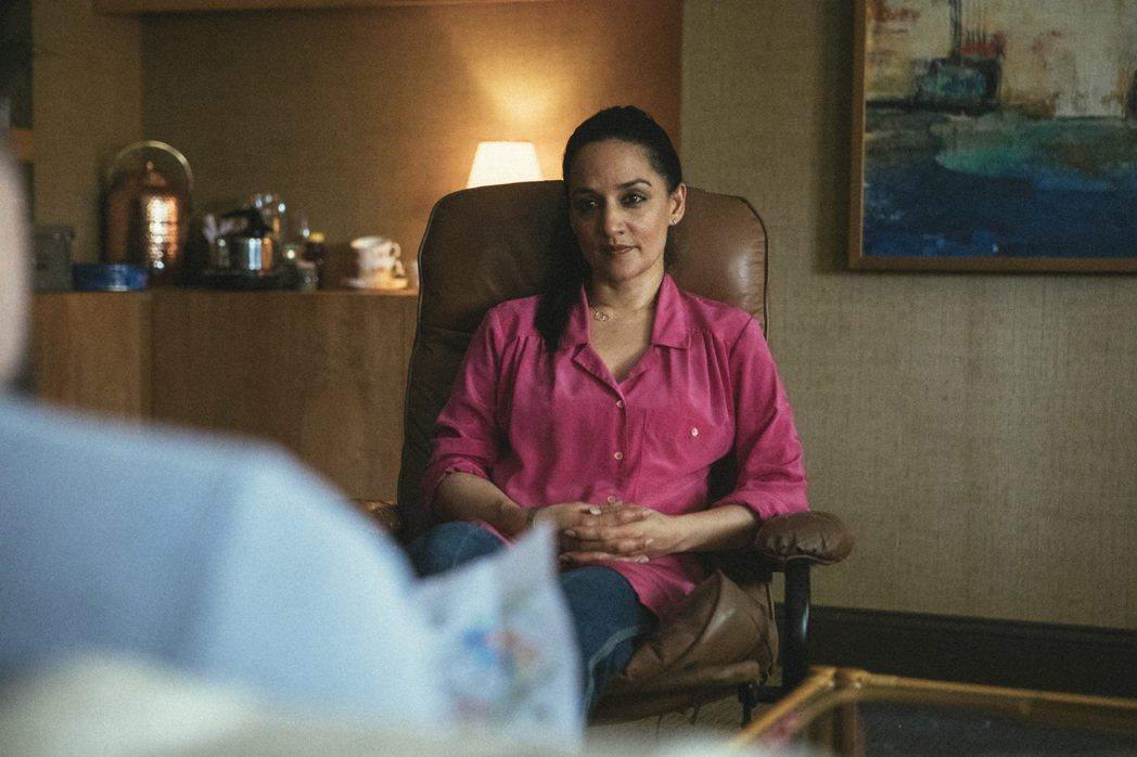 雅奇潘嘉比在影集中飾演心理醫生。圖/WarnerMedia提供