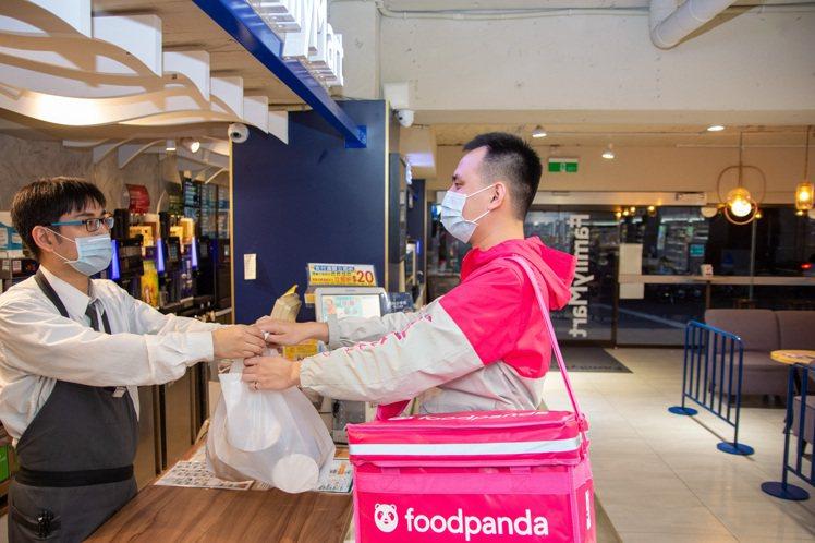 foodpanda宣布從即日起擴大24小時外送範圍至本島16個縣市,除了全台上千...