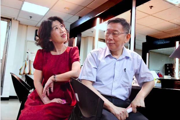 台北市長柯文哲妻子陳佩琪又在臉書貼文逆時中, 台北市議員簡舒培暗批 陳佩琪貼文是為「撒嬌討抱」。 圖/擷取自柯文哲臉書