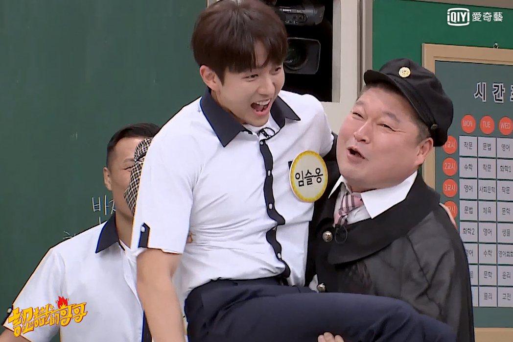 姜虎東用公主抱迎接任瑟雍。圖/愛奇藝台灣站提供