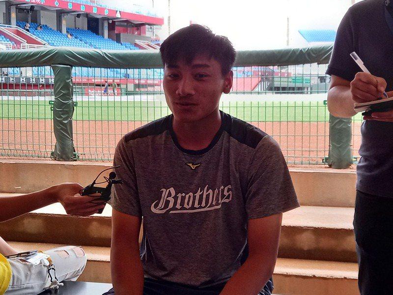 兄弟隊投手吳俊偉目前九個中繼點,全聯盟排名第一。記者藍宗標/攝影