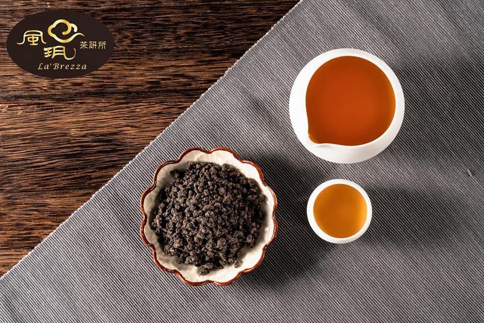 雅致炭焙茶品呈現古銅色茶葉外觀、馥郁炭焙香氣、濃醇甘甜滋味。 風玥茶研所/提供