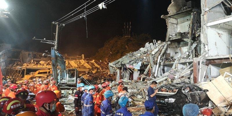 浙江溫嶺市液化氣槽罐車13日發生爆炸,導致周邊民房及廠房倒塌。圖/中新社