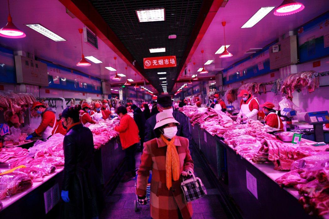 根據《北京日報》掌握的數據,從11日截至15日中午,北京累積病例為79例。其中絕...