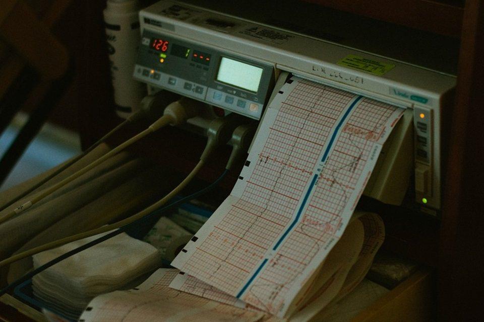 判斷死亡一個人與否,是綜合考慮患者心跳停止的狀態,斟酌目前所能採取的醫學處置與努...
