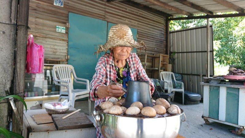 漁光里活動中心對面的魏阿嬤茶葉蛋,來漁光島必吃。 圖/鄭惠仁 攝影