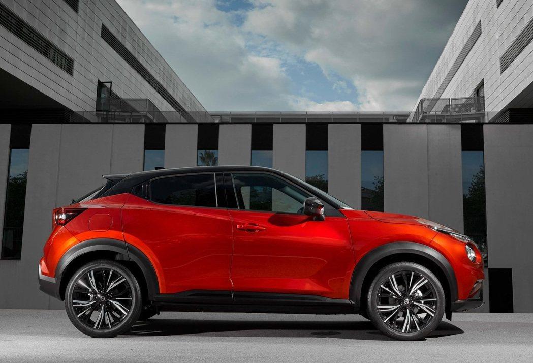 車長與軸距增加的情況下,讓以往為人詬病的車室空間獲得改善。 摘自Nissan