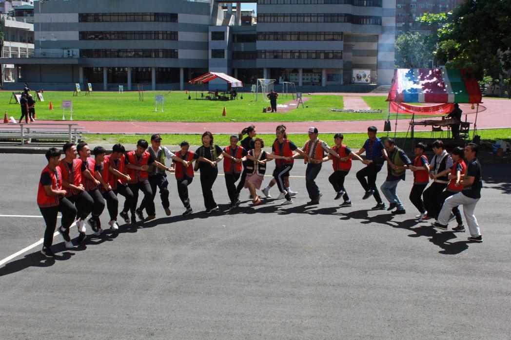 開幕式原民舞蹈。高師大/提供。