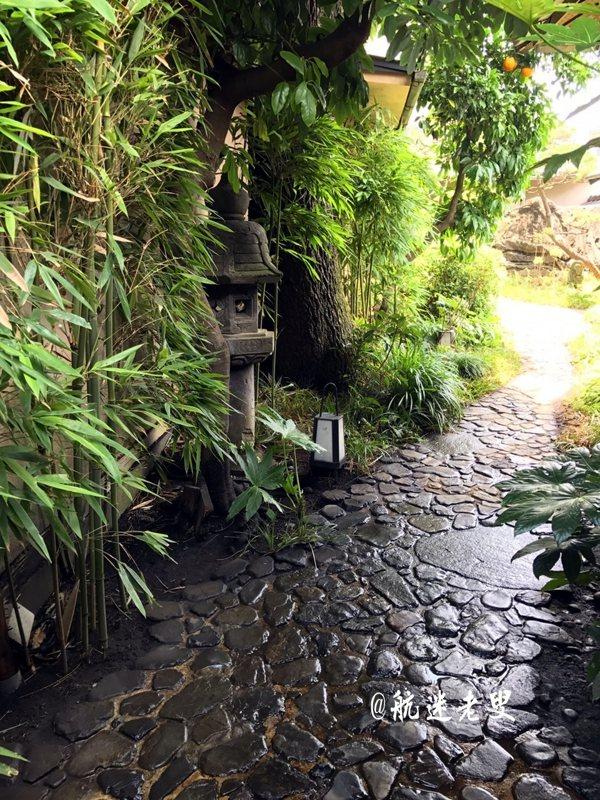 日式庭院,塊石鋪地, 竹林環繞,超然風雅。