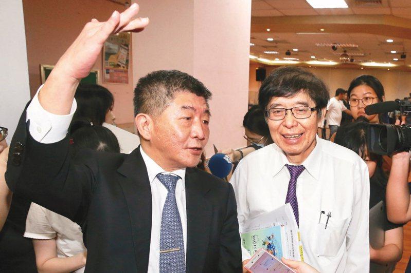 健保部分給付醫材收費新制引反彈,衛福部長陳時中(左)、健保署長李伯璋(右)表示暫緩實施。圖/聯合報系資料照片