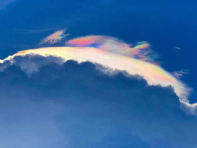蘭陽博物館館長陳碧琳拍下的火彩虹,讓人驚艷。圖/取自陳碧琳臉書