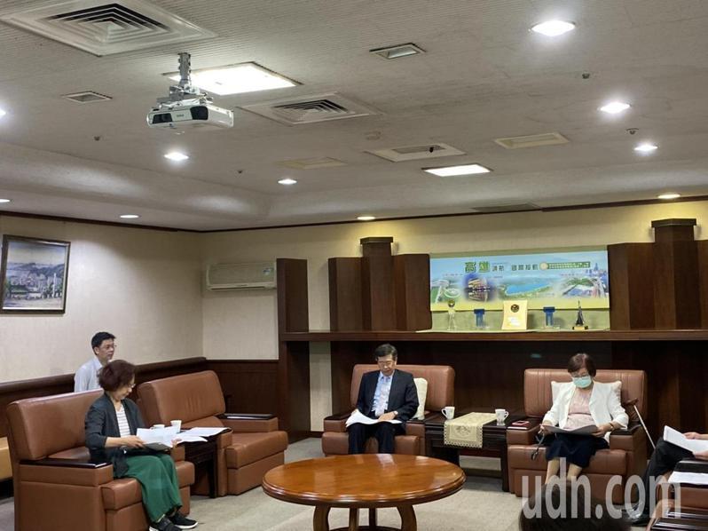 高雄市代理市長楊明州上任後恢復市府8點晨會,今天第一天開會。記者蔡孟妤/攝影