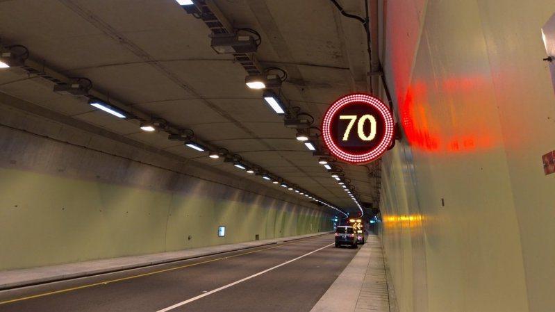 蘇花改6月20日提速為70公里,同時首創省道先例,設最低速限50公里,這樣端午連假就不塞了嗎?公路總局四區工程處說,這個問題就像在問雪隧連假會塞嗎一樣。圖/宜蘭縣警局提供