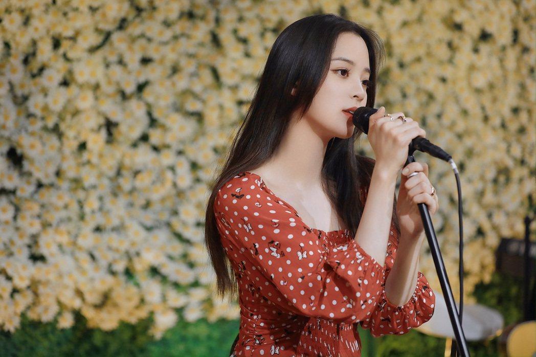 歐陽娜娜舉辦直播音樂會。圖/索尼音樂提供